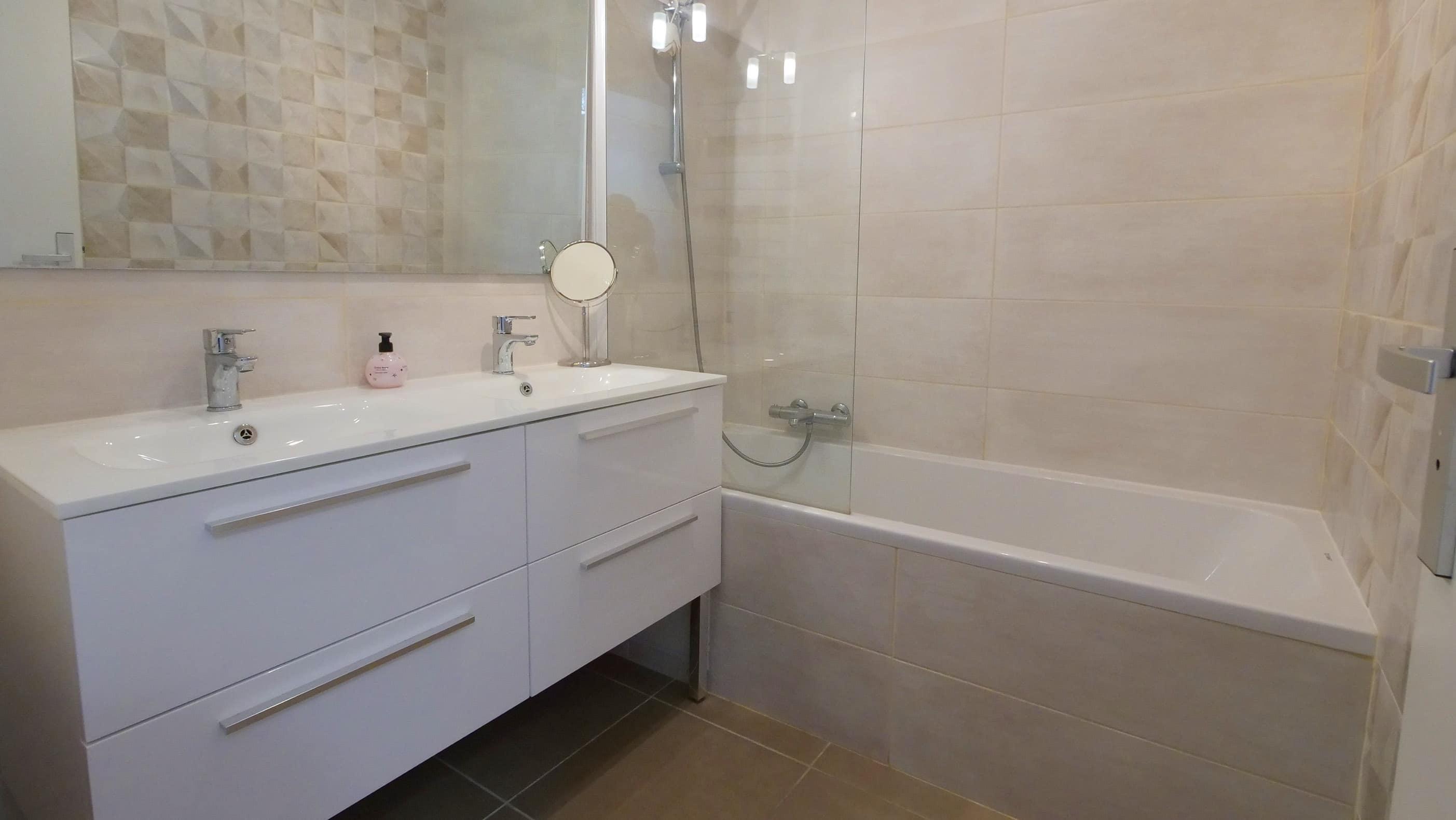 salle de bain cuisine chambre salon
